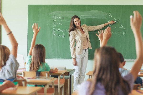 До 4 тисяч доларів не дотягнули: зарплати вчителям збільшили на 20%