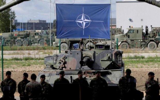 Провальні реформи: НАТО захистила Україну від жорстких нападок Угорщини