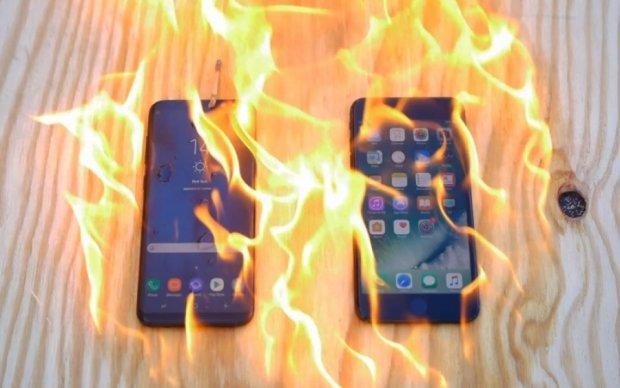 Galaxy S8 та iPhone 7 випробували вогнем