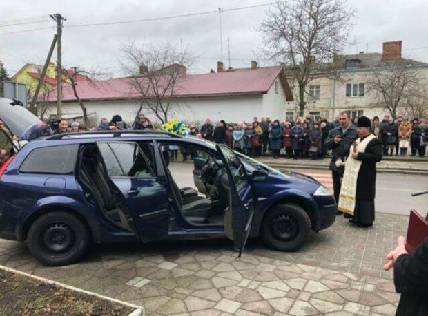На Львівщині ветерану АТО подарували автомобіль
