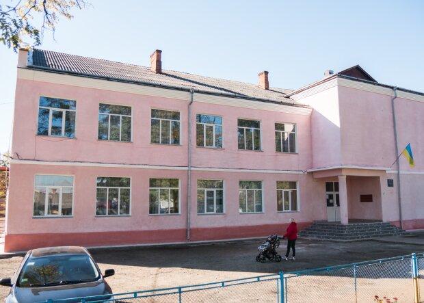 """Одеська школярка послала вчителя """"на три веселі літери"""", вуха в'януть: за зухвалий язик заплатять батьки"""