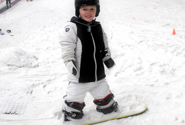 Неймовірна сила духу: дівчинка без рук і ніг підкорює гори на сноуборді