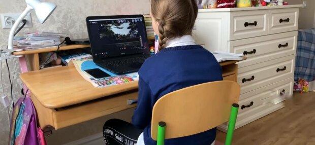 Дитина на уроках, фото: скріншот з відео