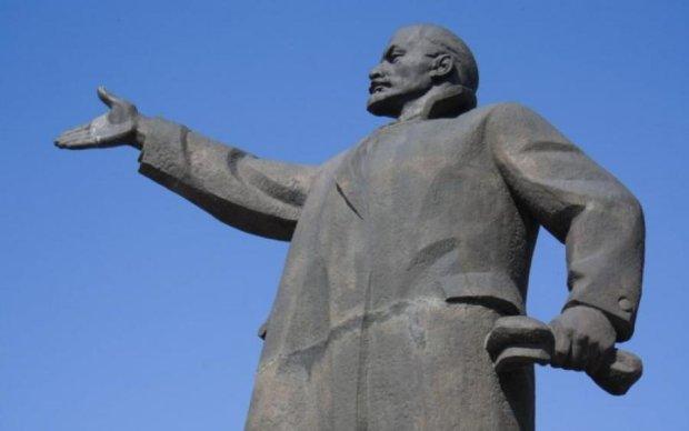 """Стало відомо, як """"недобитий"""" Ленін сховався від В'ятровича"""