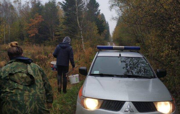 На Прикарпатті пара загубилася в лісі, фото: Facebook ДСНС Івано-Франківської області
