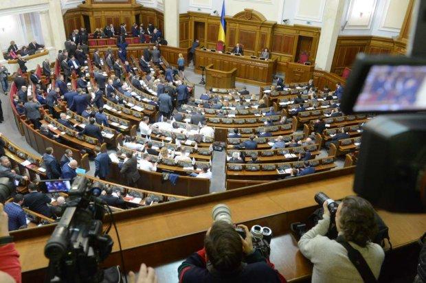Нові закони 2019 року набули чинності: що потрібно знати українцям