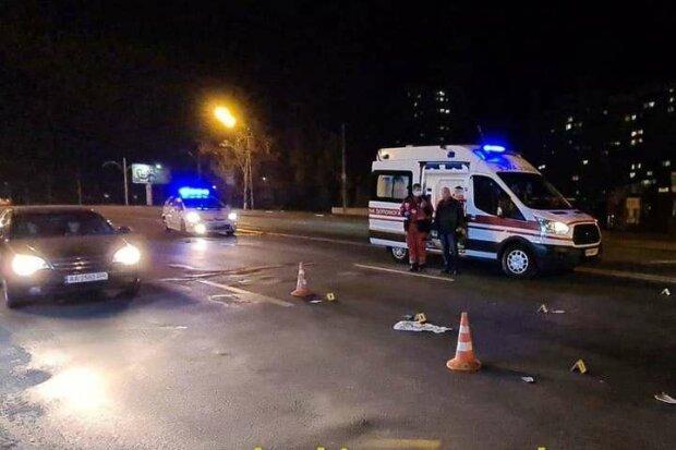 У Києві копи насмерть збили чоловіка і поспішили зняти номери з машини - кадри трагедії