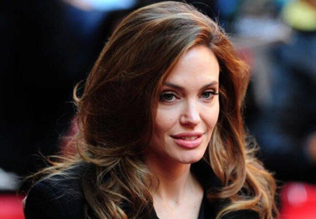 Смешная кукла Голливуда: какие комплексы не дают Джоли спокойно спать