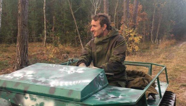 """Українець зібрав міні-танк, щоб катати дітей: """"Замість візочку"""""""