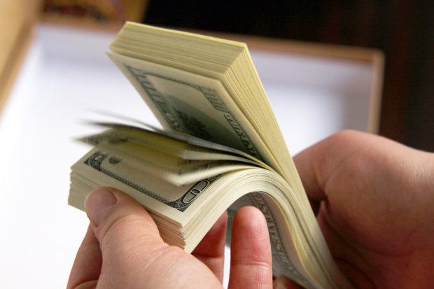 Покупка валюты на диване: когда украинцы смогут обменять деньги онлайн