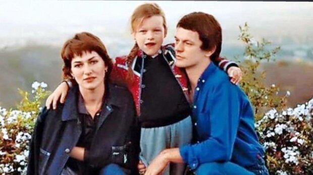 Мила Йовович с родителями, фото: Facebook