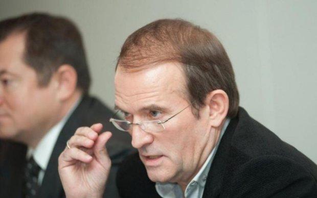 Порошенко фактично прямо сказав, що звільненням українських в'язнів у РФ зараз займається Медведчук, - Вакаров