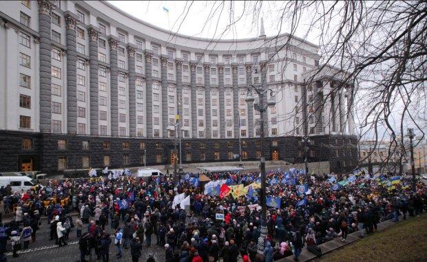 Головне за день четверга, 30 січня: українців атакує ПриватБанк, а Китай обіцяв Росії знищення