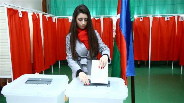 Президент неожиданно распустил парламент и устроил внеочередные выборы, первые детали