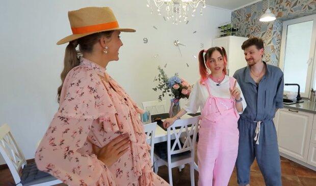 MamaRika и Сергей среда, скриншот из видео