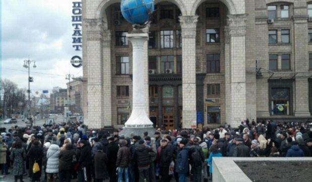 На Майдане собирается проплаченный митинг против Яценюка (фото)