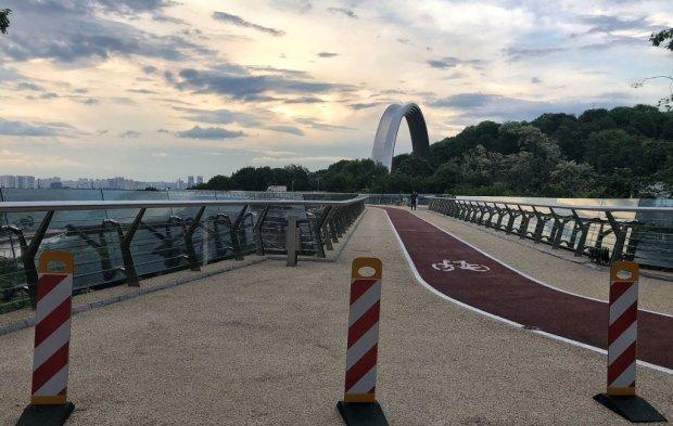 """""""Їздили танками"""": на мосту Кличка нова НП, перші кадри"""