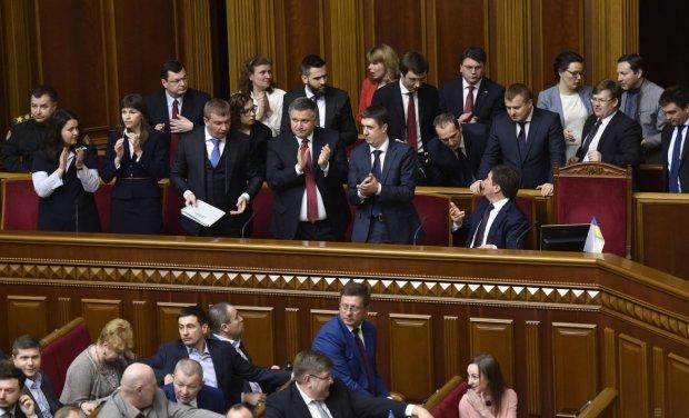 Украинцам показали зарплаты депутатов и министров: волосы дыбом, так и живем