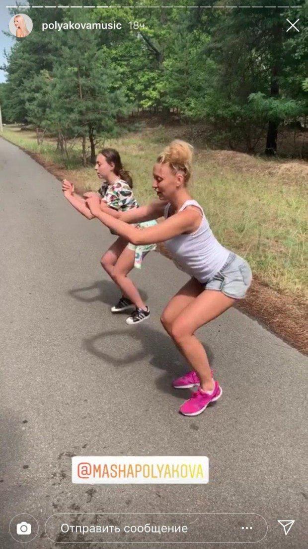 Полякова показала ранкове тренування з доньками: цим формам позаздрить кожна