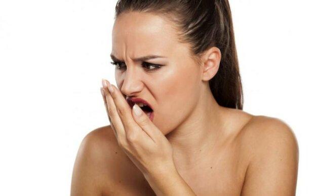 Неприємний запах з рота зникне завдяки цим простим порадам