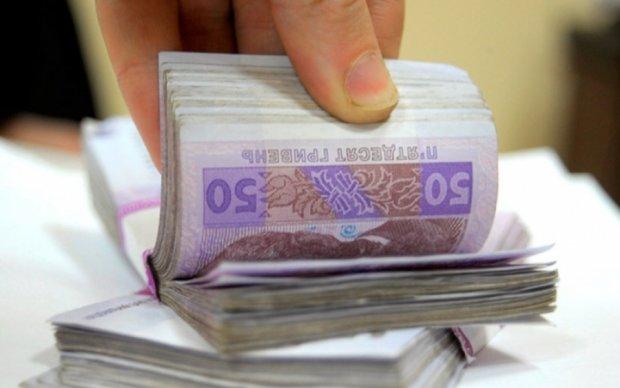 Киевский чиновник хотел заработать на АТОшнике почти миллион