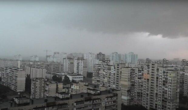 Дождь в Киеве, скриншот из видео