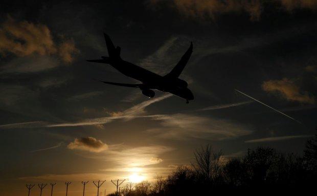 Десятки людей пострадали из-за экстренной посадки самолета: детали и фото ЧП