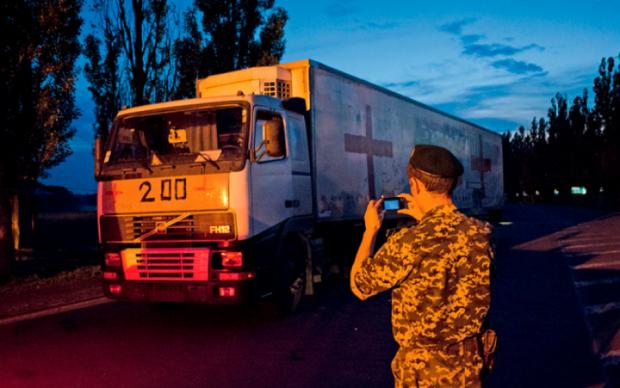 """Украинцы хорошо поработали: Путин прислал на Донбасс колонну """"труповозок"""""""