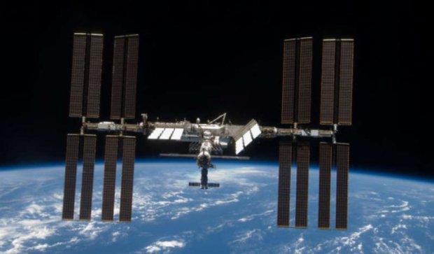 МКС зняли на тлі повного Місяця (фото)