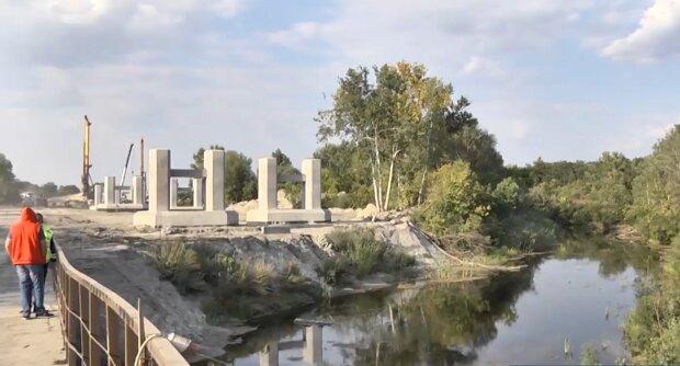 """Україні будують перший міст над річкою, фото """"джедаї"""""""