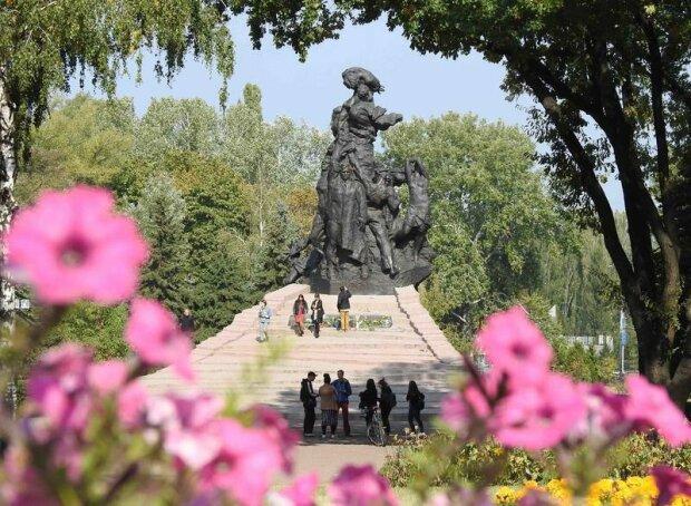 """Бабин Яр став """"дорогою смерті"""" для тисяч невинних: українці вшанували пам'ять загиблих"""