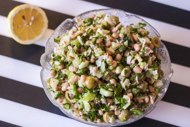 Вкуснейший постный салат из белой фасоли и тунца