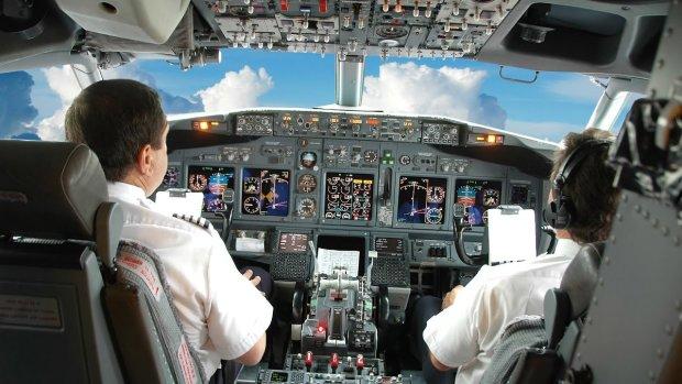 НЛО до смерти перепугал пилотов, промелькнув мимо иллюминаторов на бешеной скорости