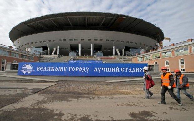 Самый дорогой стадион России опять стал посмешищем
