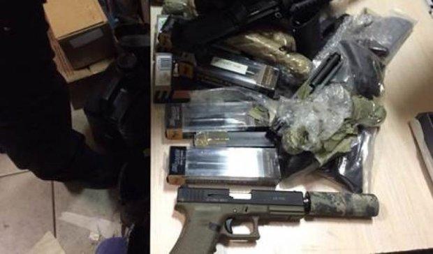 СБУ задержала двух торговцев оружием в Ирпене (фото)