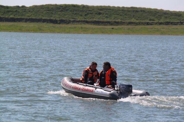 В Киеве из Белого озера выловили тело мужчины: любил плавать в одиночестве