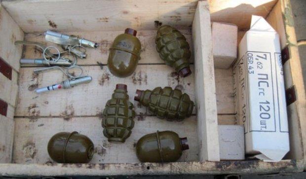 У Мар'їнському районі правоохоронці виявили схованку з боєприпасами (фото)