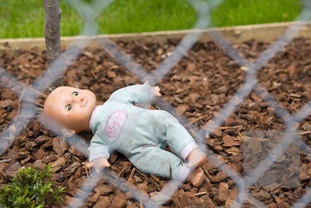 """Під Одесою мати-садистка задушила 4-місячного немовляти, """"хотіла заспокоїти"""": від подробиць холоне кров"""