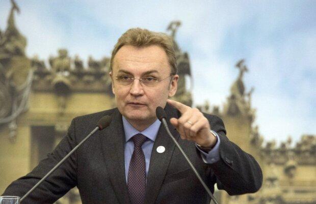 Садовий вирішив долю львівського аеропорту і заговорив про війну