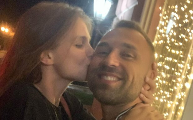 Макс Михайлюк с девушкой, фото с Instagram