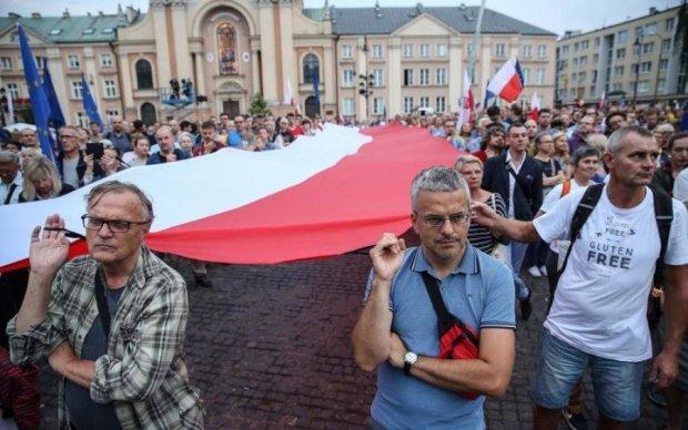 Поляки подняли массовый бунт из-за известной украинки: что происходит
