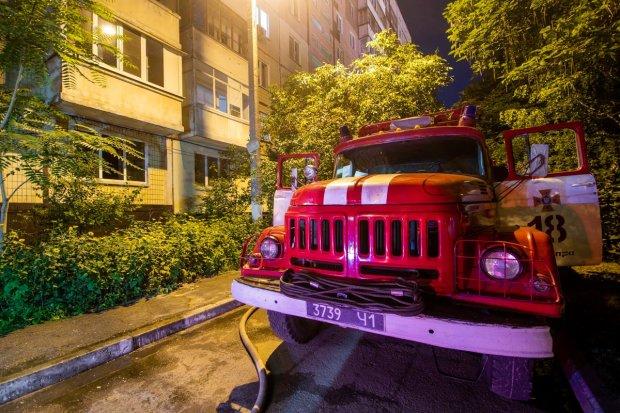 Обезумевшая от страха днепрянка выпрыгнула из окна: страшный выход подсказал огонь, жуткие фото