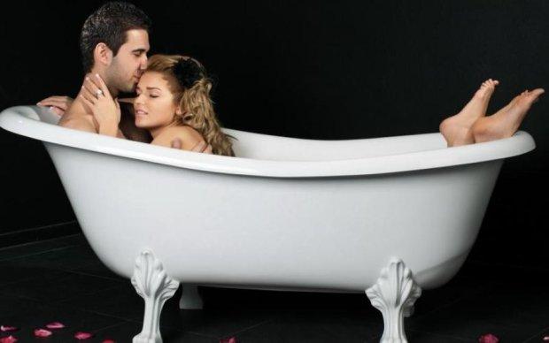 Медики попереджають: займатись коханням у воді небезпечно для здоров'я