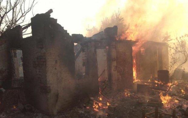 Адское пламя: боевики выжигают жилые районы Донбасса