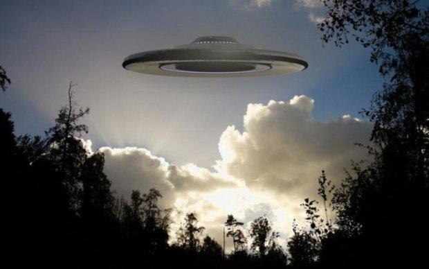 Гігантський інопланетний НЛО потрапив в об'єктив камери: фото