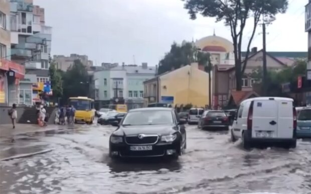 Непогода в Ровно, скриншот с видео
