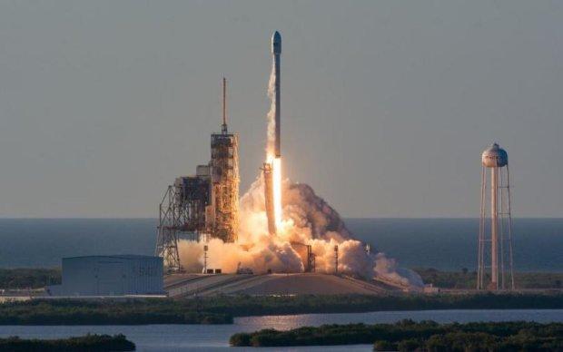 "SpaceX успешно запустила Falcon со ""сверхразумом"" на борту"