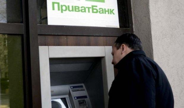 Украинцы панически снимают средства с карт ПриватБанка
