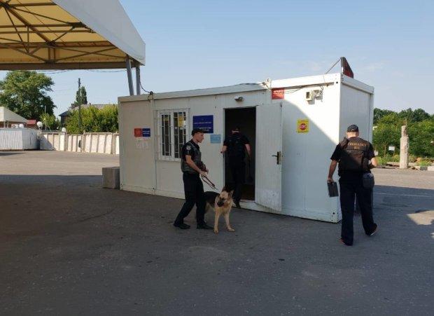 Мінування КПВВ на Донбасі виявилося не жартом: людей екстрено евакуювали