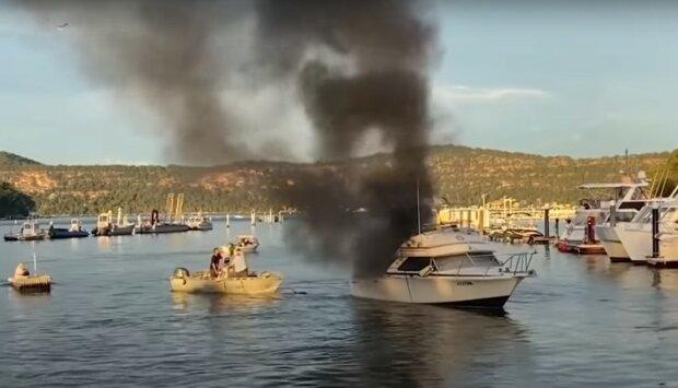 """Герой на катере бросился к горящей лодке и спас десятки жизней : """"Это было лучшее, что я мог сделать"""""""